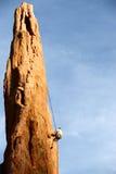 утес альпиниста rappelling Стоковые Фото