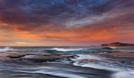 Утес Вейл Mona моря развевает залив Стоковые Изображения
