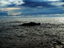 Утес в море Стоковое Фото