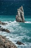 Утес в море Стоковые Фото