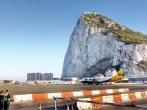 Утес Гибралтара, воздушного судна взлётно-посадочная дорожка Стоковые Фото