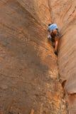 утес дьявола dare альпиниста Стоковое фото RF