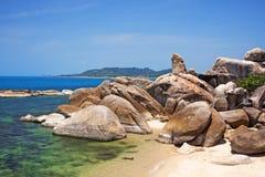 Утес деда на пляже Lamai Koh Samui, Таиланд стоковое фото