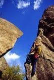 утес женщины альпиниста Стоковое Изображение RF