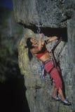 утес женщины альпиниста Стоковые Фото