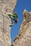 утес женщины альпиниста Стоковые Изображения RF