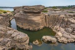 Утес и вода Стоковая Фотография RF