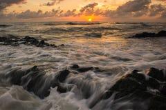 Утес и волна Стоковое фото RF