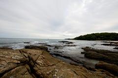 Утес и море Стоковая Фотография