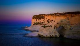 Утес и пещера Стоковая Фотография RF
