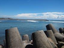 Утес и пляж стоковая фотография rf