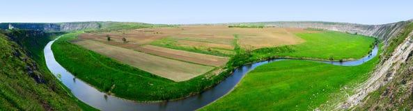 Утес и река Стоковая Фотография