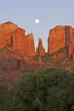 утес красного цвета moonrise Стоковая Фотография RF