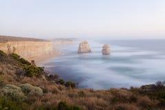 Утес моря известняка около 12 апостолов внутри Стоковые Фотографии RF