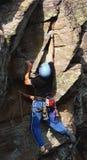 утес мужчины альпиниста Стоковое Изображение RF