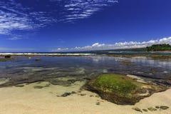 Утес на краю rancabuaya пляжа Стоковые Фотографии RF