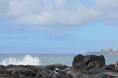 Утес; небо; океан; брызгает Стоковая Фотография RF