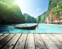 Утес острова Phi Phi в Таиланде Стоковое Изображение RF