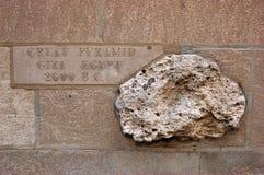 Утес от большой пирамиды, врезанной в стене в Чикаго стоковая фотография