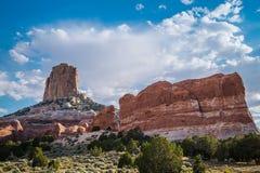 Утес-памятники против голубого неба Дезертированная Аризона, США Стоковое фото RF