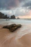 Утес пляжа Ursa сиротливый Стоковое фото RF