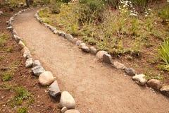 утес реки путя грязи выровнянный садом Стоковое Фото