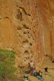 утес рытвин стороны альпинистов Стоковая Фотография