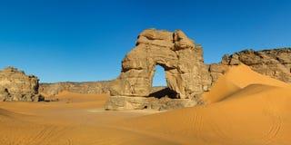 утес Сахара Ливии forzhaga свода akakus естественный Стоковые Изображения RF