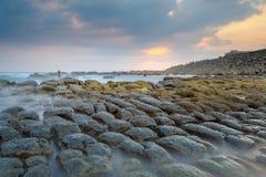 Утес творога фасоли на береговой линии Стоковое фото RF