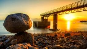 Утес уравновешения - заход солнца Стоковое Изображение