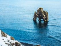 Утес Hvitserkur в море, Исландии Стоковое фото RF