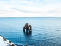 Утес Hvitserkur в море, Исландии Стоковая Фотография RF
