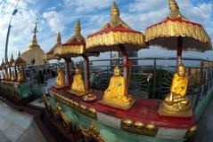 утес pagoda Будды золотистый myanmar Стоковая Фотография