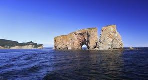 Утес Perce от моря, Атлантического океана, Квебека Стоковое Изображение