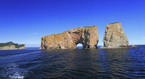 Утес Perce от моря, Атлантического океана, Квебека Стоковые Изображения RF