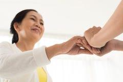 Утешать зрелого пациента Стоковая Фотография