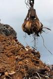 утиль металла нагрузки grabber крана Стоковые Фото