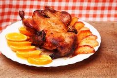 Утка жаркого с яблоками и апельсинами Стоковые Изображения RF