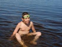 утомлянное река мальчика Стоковое Фото