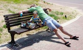утомлянный папа стоковые фото
