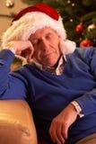 утомлянный старший человека ослабляя Стоковые Изображения