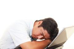 Утомленный и усиленный азиатский бизнесмен стоковое фото rf