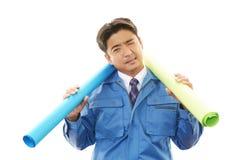 Утомленный и усиленный азиатский работник Стоковое Изображение