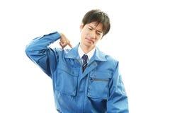 Утомленный и усиленный азиатский работник Стоковые Изображения