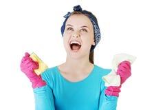 Утомлянная и вымотанная женщина чистки кричащая Стоковое Изображение