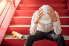 Утомлянное чувство инженера или архитектора и головная боль Стоковые Изображения