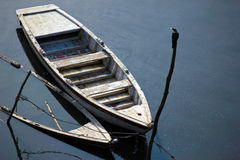 Утонутая шлюпка причиненная потоком Стоковая Фотография RF