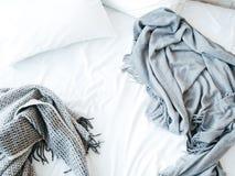 Утро будя кровать нового дня грязную отменятьую стоковое изображение