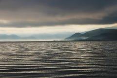 Утро в озере lugu стоковые фотографии rf