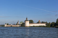 Утро лета на озере Siverskoe около монастыря Kirillo-Belozersky в зоне Vologda Стоковое фото RF